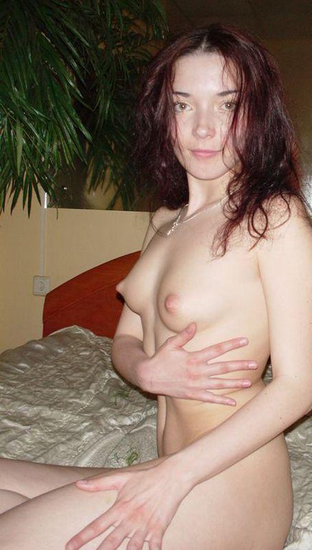 Позирует ню перед мужем - секс порно фото