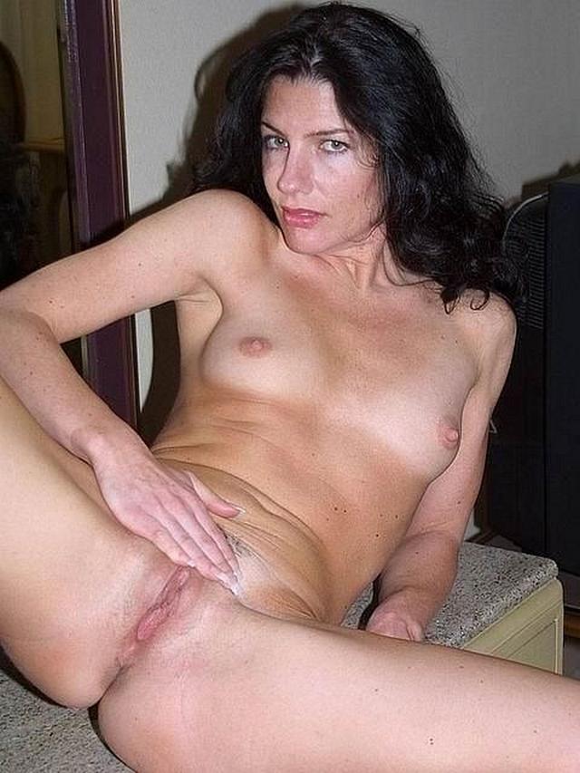 Опытные мамзели подставили дырки для молодых кавалеров - секс порно фото