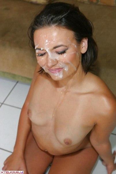 Хрупких милашек имеют в их сочные дырочки - секс порно фото