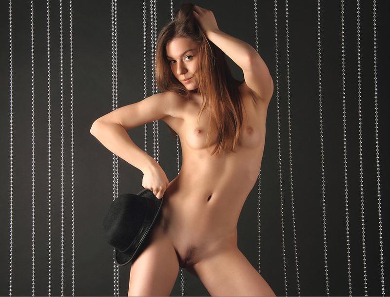 Сексапильная модель показывает идеальное тело - секс порно фото