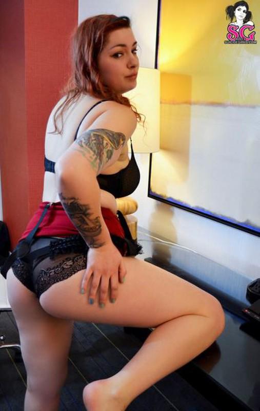 Рыжеволосая бестия осталась без нижнего белья - секс порно фото