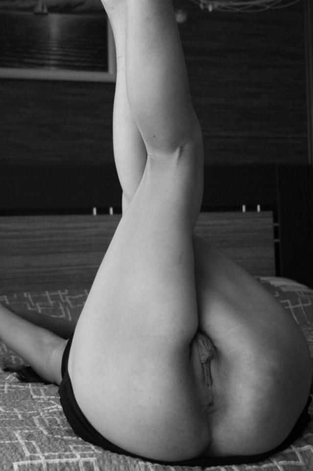 Игривые баловницы подставили сочные дырочки - секс порно фото