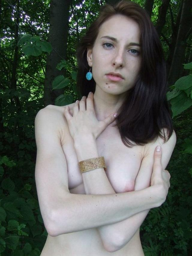 Аспирантка демонстрирует любовникам сочную щелку - секс порно фото