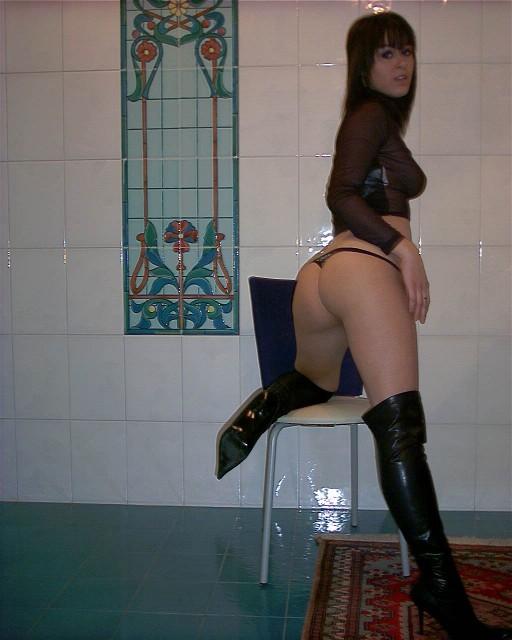 Очаровательная студентка скачет на конце возлюбленного - секс порно фото