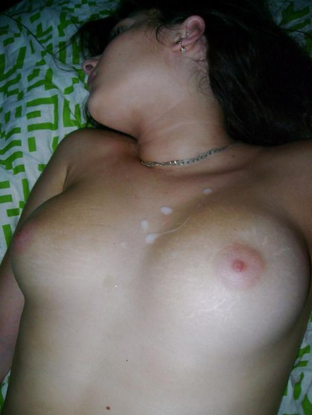 Студентка умело сосет стальной стержень - секс порно фото