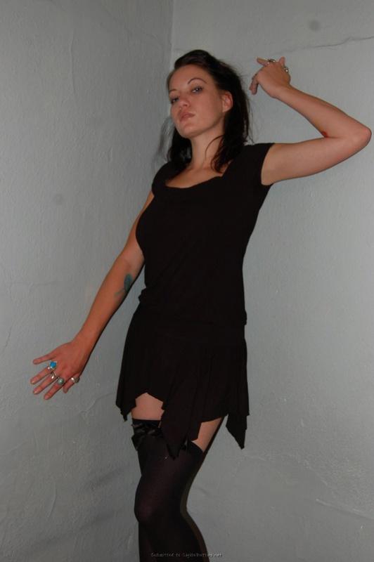 Зашла к знакомым и устроила оральные шалости - секс порно фото