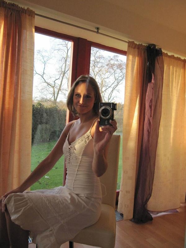 Сучка оголилась перед зеркалом - секс порно фото