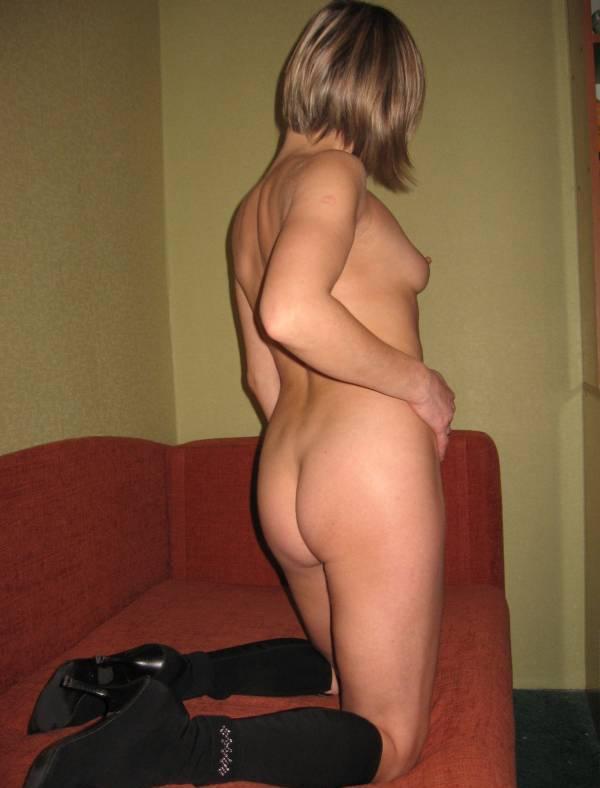 Бывалая давалка хвастается красивым телом - секс порно фото