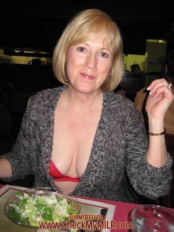 Бывалая мамзель удовлетворяет себя секс игрушкой - секс порно фото