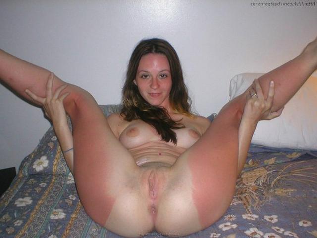 Хвастаются влажными писюхами и мастурбирут секс игрушками - секс порно фото