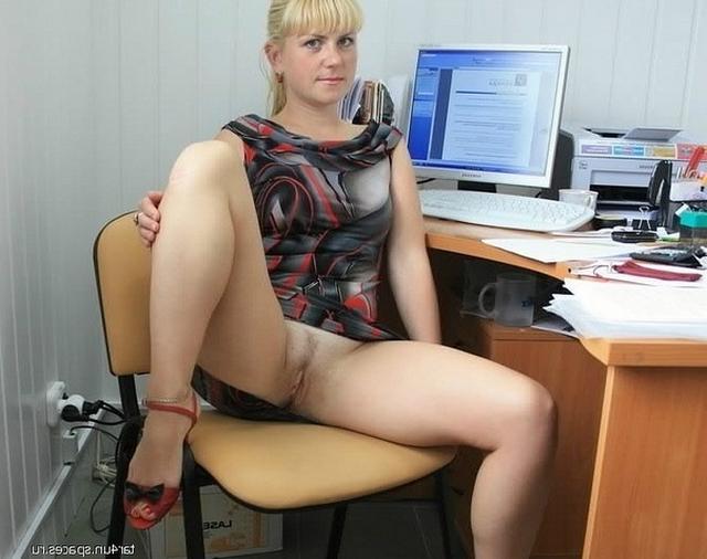 Фигуристые программистки сверкают кисками и сиськами - секс порно фото