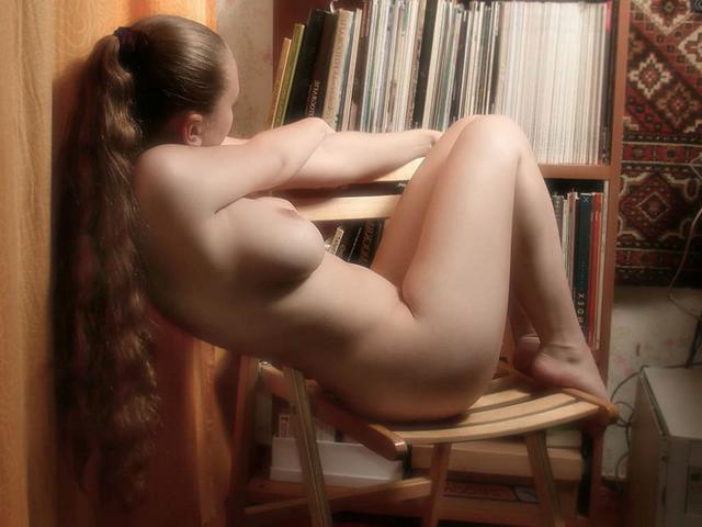 Роскошная Наташка блещет большими сиськами и волосатым лобком - секс порно фото
