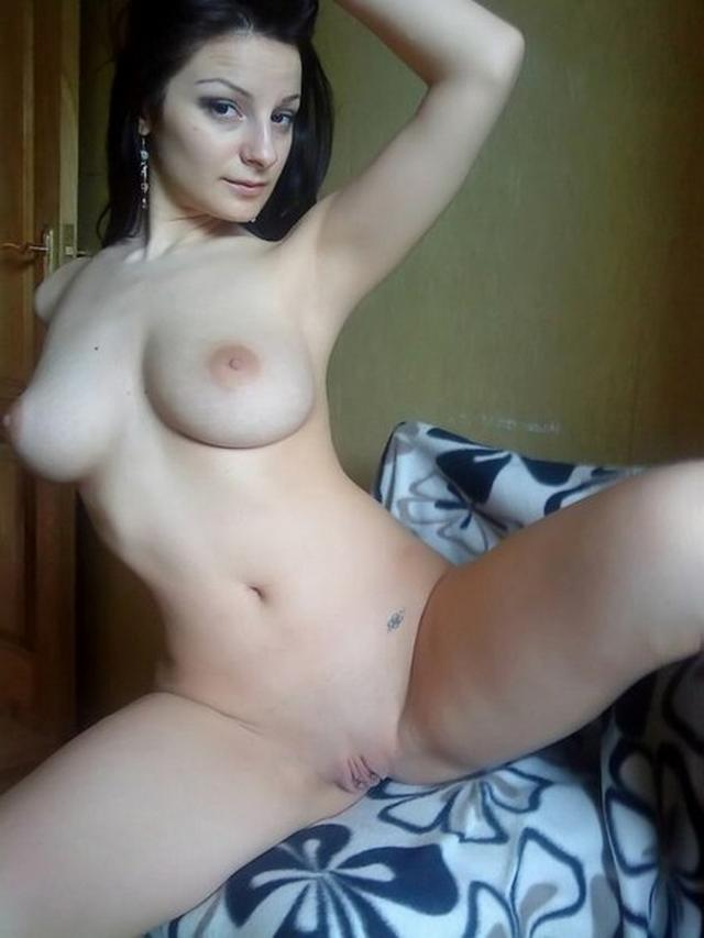 Обнаженные мадемуазели приготовились к ласкам - секс порно фото