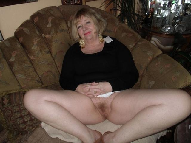 Зрелые фифы искушают парней оголенными прелестями - секс порно фото