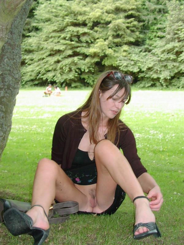 Разгоряченные милашки блеснули кисками - секс порно фото