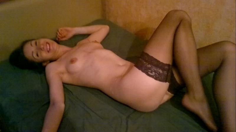 Стерва осталась в одних чулках - секс порно фото