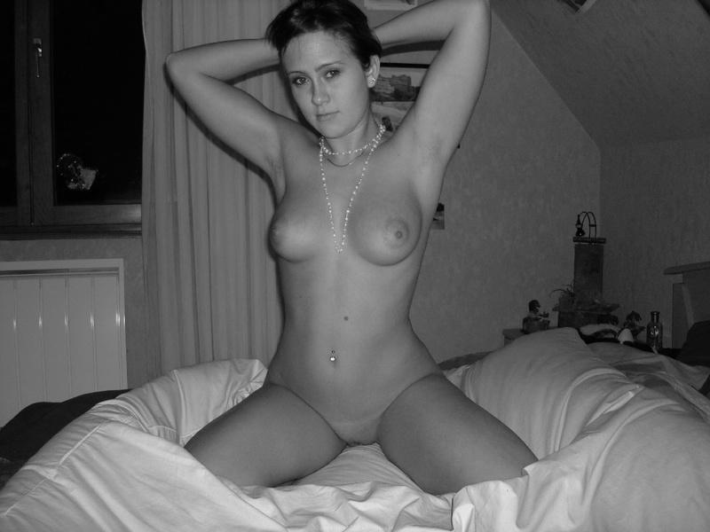 Обаятельная сучка развлекается с любовником на отдыхе - секс порно фото