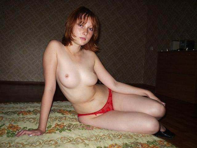 Грудастая любительница отсасывает и дрочит киску на камеру - секс порно фото