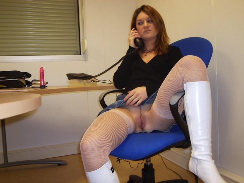 Бухгалтерша чпокнула себя самотыком на рабочем месте - секс порно фото